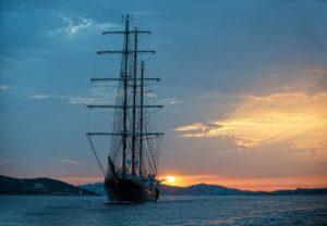 Feste in barca ed eventi a bordo barche charter for Il canotto a bordo degli yacht